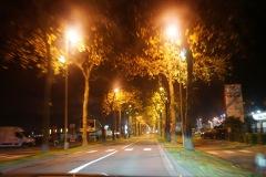夜道を車で